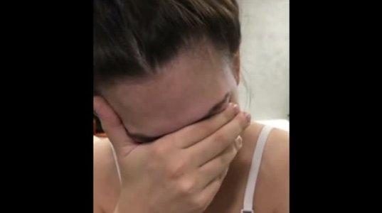 ულამაზესი რუსი გოგო ქმრის თმის ვარცხნილობის შეცვლის გამო გულამოსკვნით ტირის