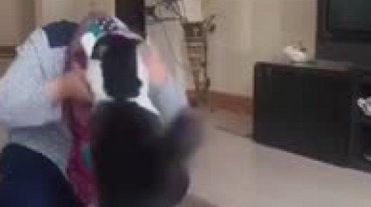 უეჭველი ათეისტია ეს კატა, მუსლიმ ქალს ლოცვის ნებას არ აძლევს