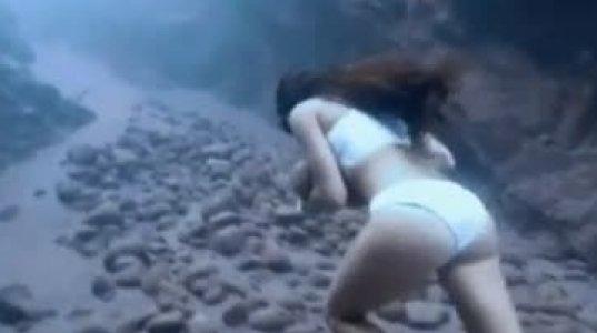 ეს გოგო ფრიდაივინგში მსოფლიო ჩემპიონია, სულის შემძვრელი კადრები ოკეანის სიღრმიდან