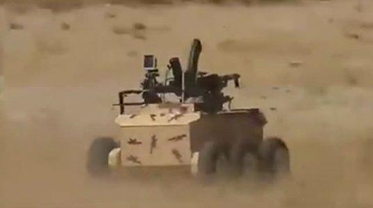 """ირანული  სამხედრო რობოტი ზედ დამაგრებული კალაშნიკოვის ავტომატით და """"კამიკაძის"""" ფუნქციით"""