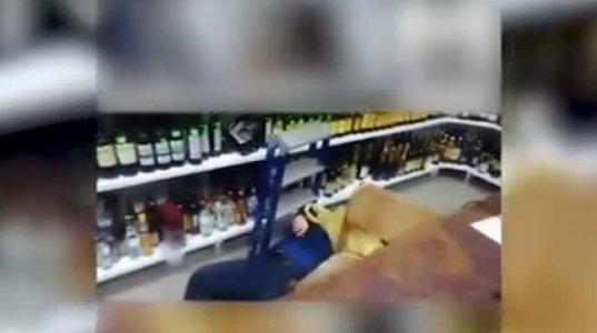 """ალკოჰოლური სასმელების სექციის გამყიდველი ქალი """"შარვლიანადაა"""" მთვრალი და კარგადაც """"იჩალიჩებს"""""""