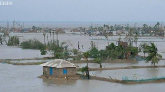 ქარიშხალმა ბანგლადეშისა და ინდოეთის სანაპირო ტერიტორიები მოიცვა რის შედეგადაც სულ მცირე 13 ადამიანი დაიღუპა