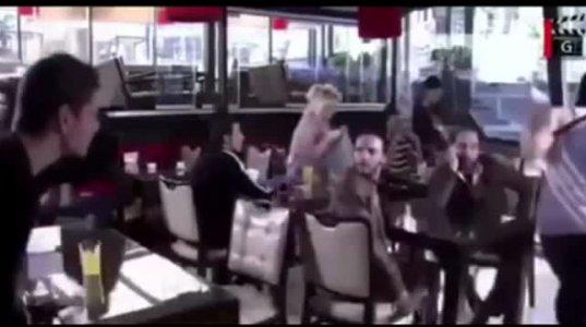 რამდენი პოტენციური მოღალატე ცოლი ყოფილა ამ კაფეში,  აი მესმის კაცი დაალაგა სიტუაცია