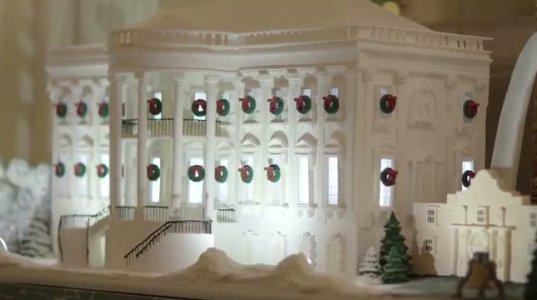 მელანია ტრამპმა თეთრი სახლი საახალწლოდ მორთო