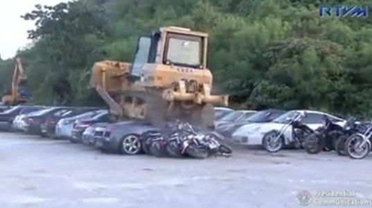 ფილიპინების მთავრობამ კონტრაბანდისტული მანქანები გაანადგურა