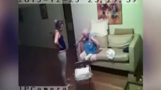 მომვლელი მოხუცს სასტიკად ექცევა და აწამებს სუსტი გულის მქონე ადამიანებმა ვიდეო არ ნახოთ