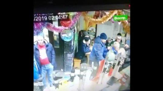 გამყიდველი დედა-ქალიშვილი  მყიდველს დანით დაესხნენ თავს(რუსეთი)