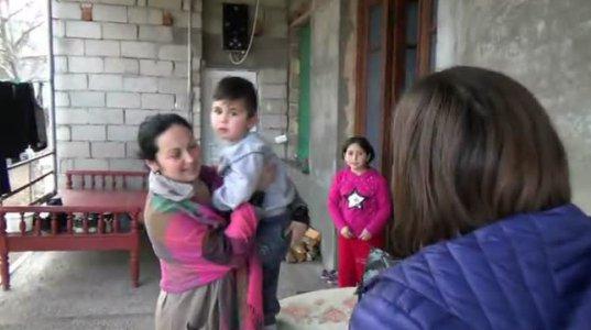 დედოფლისწყაროში ალილოს ნობათი მრავალშვილიან და ხელმოკლე ოჯახებს დაურიგდა (ვიდეო)