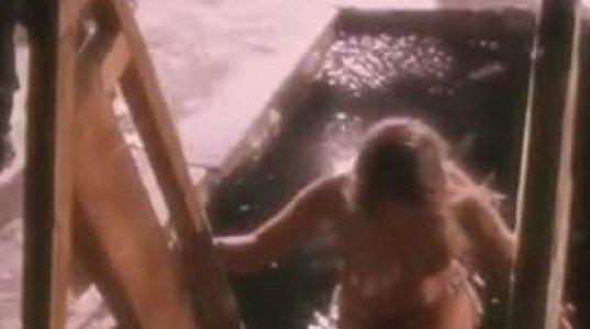 ნათლისღების ღამე და ყინულოვანი წყლიდან ამოსული ჯანსაღი გოგო