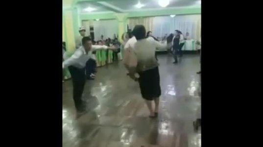ქალს ცეკვისას ტრუსი გასძვრა, მაგრამ არც კი შეწუხებულა აიღო და ცეკვა გააგრძელა