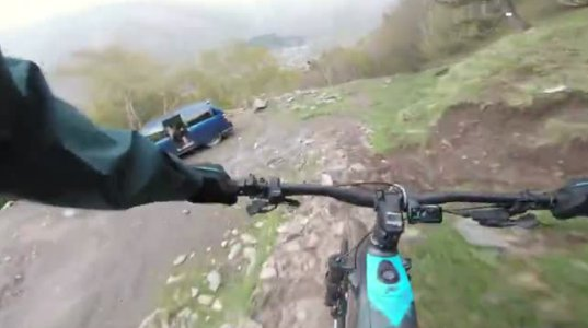 ელექტრონული ველოსიპედი ბაიკერმა საქართველოს მთიან რელიეფზე დატესტა