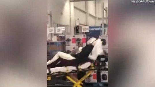 მამაკაცს ჰიპერმარკეტში წყლის შეკვრის ყიდვის გამო თავი გაუტეხეს