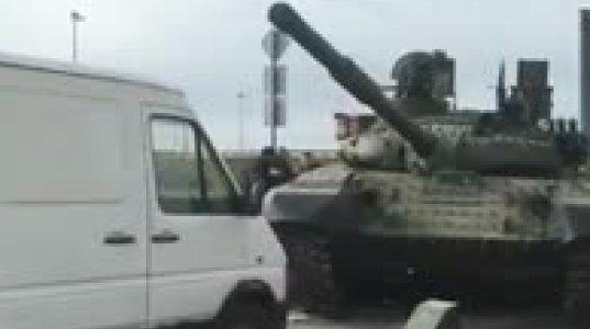 """მესმის პატარა ნივთი გადმოგივარდეს გამწევიდან, მაგრამ """"T-72B1-MS """"White Eagle"""" კაცო?"""