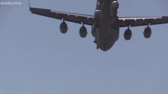 როგორ მიმდინარეობს C-17-დან  მედესანტეების გადახტომა