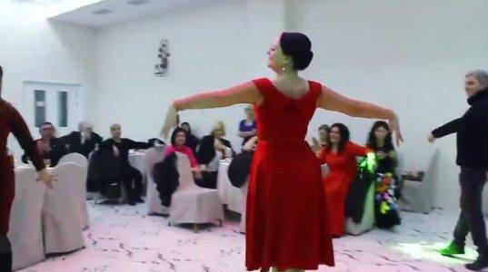 ქართველი ქალბატონების ულამაზესად ნაცეკვი ოსური ცეკვა. პროფესიონალი მაინც სხვაა