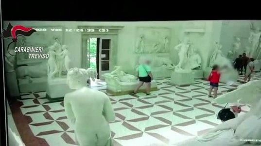 იტალიაში ტურისტმა ანტონიო კანოვას მუზეუმში ვენერას სკულპტურას ფეხის თითი მოტეხა