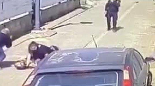 მაჩეტეთი შეიარაღებულმა ეჭვმიტანილმა პოლიციელს მაჩეტეთი ჭრილობა მიაყენა, პოლიციელი იძულებული გახდა ის ჩაეცხრილა