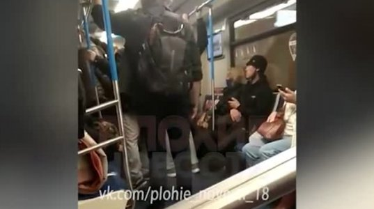 მოსკოვის მეტროში ქალს ფიზიკურად გაუსწორდნენ,რადგან პირბადის გარეშე იყო და ახველებდა