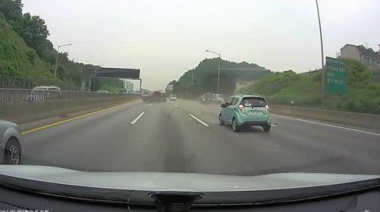 ერთი იდიოტის შეცდომამ იმსხვერპლა ამდენი ავტომობილი