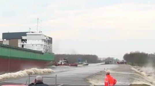 როგორ შეყავთ ახალი გემი წყალში
