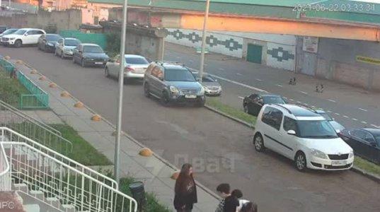 ნაგვის ურნამ სათანადოდ დასაჯა ორი მოზარდი ვანდალი-ხულიგანი (რუსეთი)
