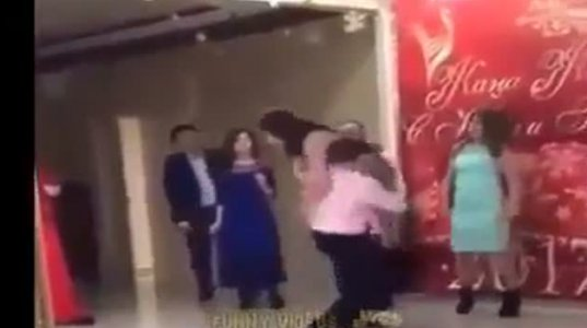 როცა მოჭიდავე ხარ და გოგოსთან ცეკვისას ჭიდაობის ილეთებს იყენებ