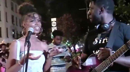მთვრალი გოგო ქუჩაში ბიონსესავით მღერის